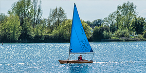 Boat hire Cotswold Water Park